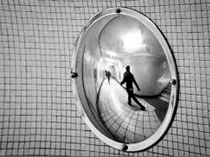 El espejo como símbolo en la literatura y el cine